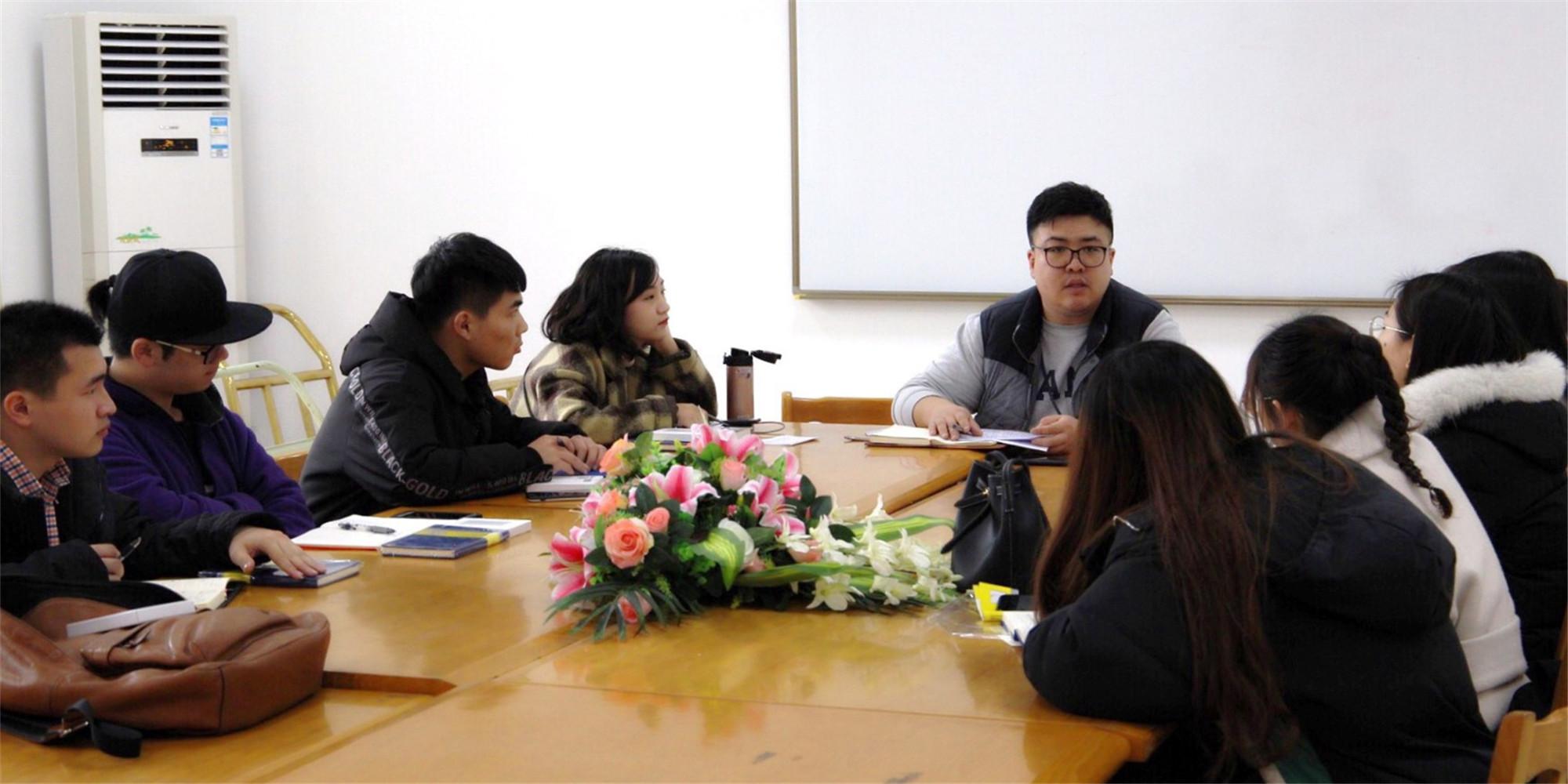 新闻传播学院召开辅导员助理会议