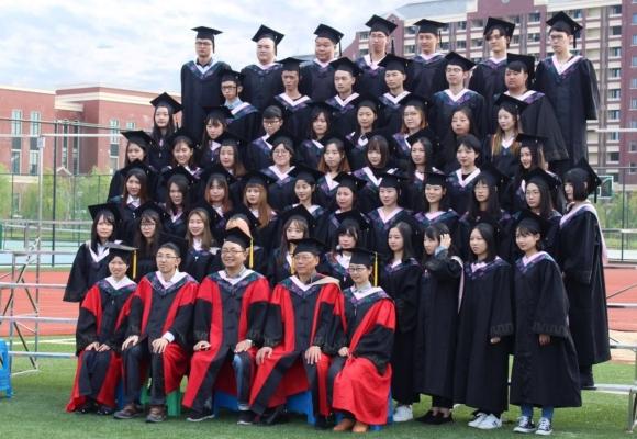 上海建桥学院新闻传播学院14级毕业生拍摄毕业照插图(1)
